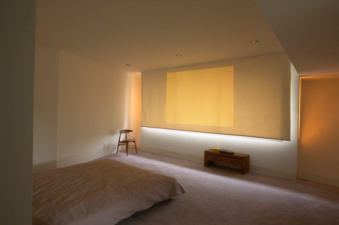 Como você projeta um quarto minimalista?